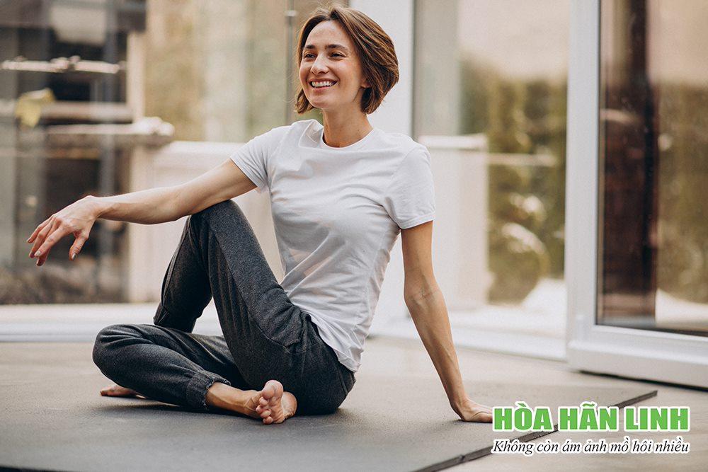 Tập yoga giúp kiểm soát stress và bệnh mồ hôi nhiều tốt hơn